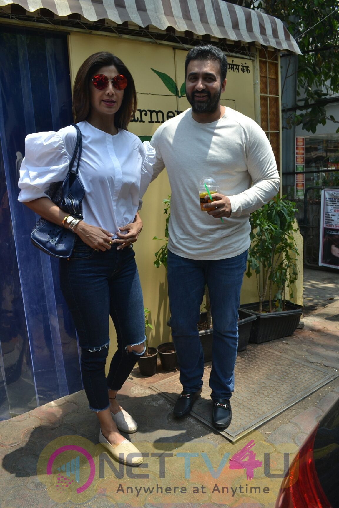 Shilpa Shetty & Raj Kundra Came To  Farmers Cafe In Bandra
