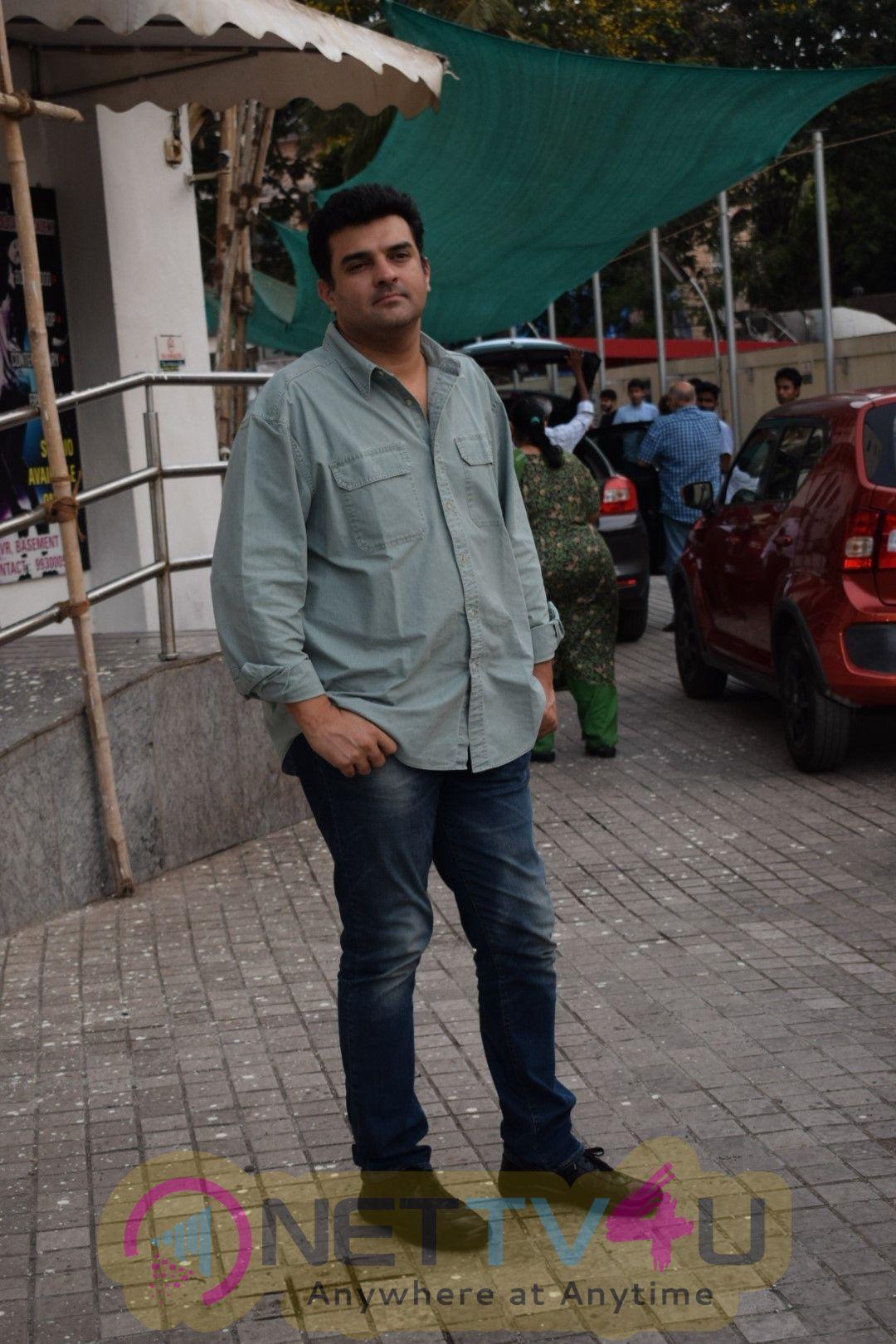 Vidya Balan With Her Husband Siddharth Roy Kapur Came To  PVR