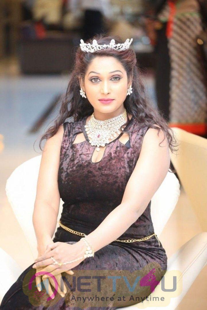 Archana Chawdapur Beautiful Images  Hindi Gallery