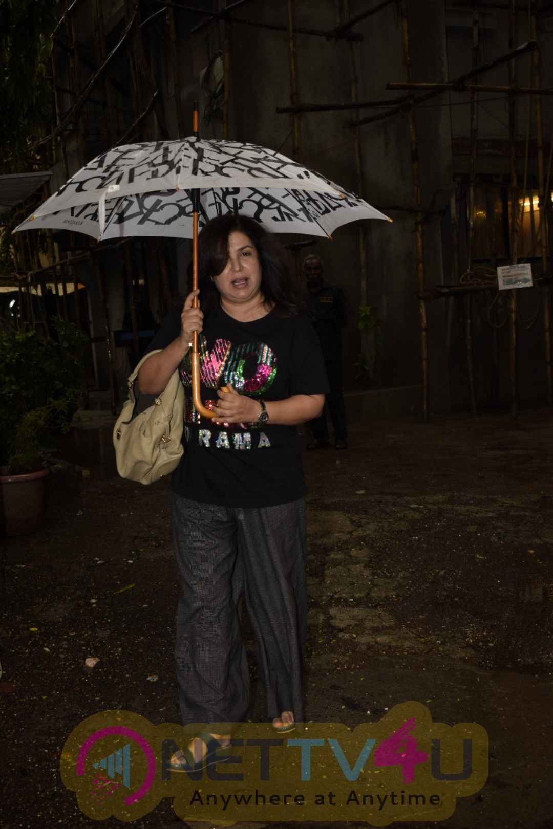 Farah Khan Visit The Kromakay Salon