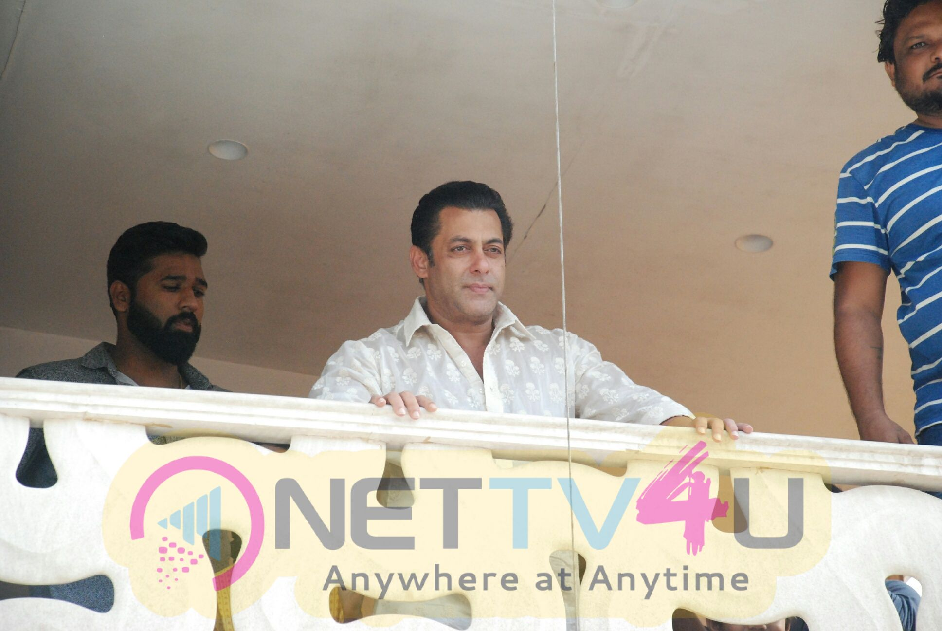 Salman Khan Waves To His Fans On Occasion Of EID