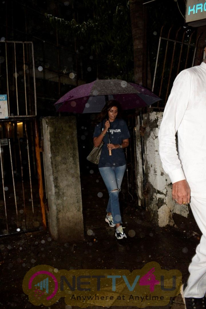 Shweta Bachchan  Spotted At Kromakay Salon In Juhu Images