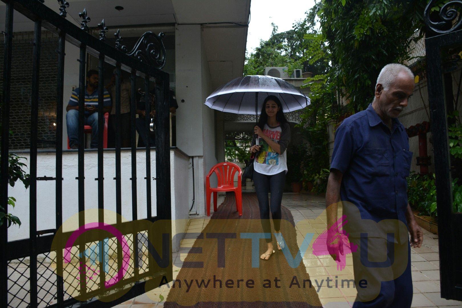 Ananya Panday Spotted At Bandra Stylish Images