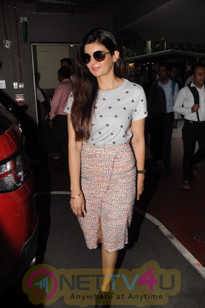 Ihana Dhillon Spotted At Airport Classy Images