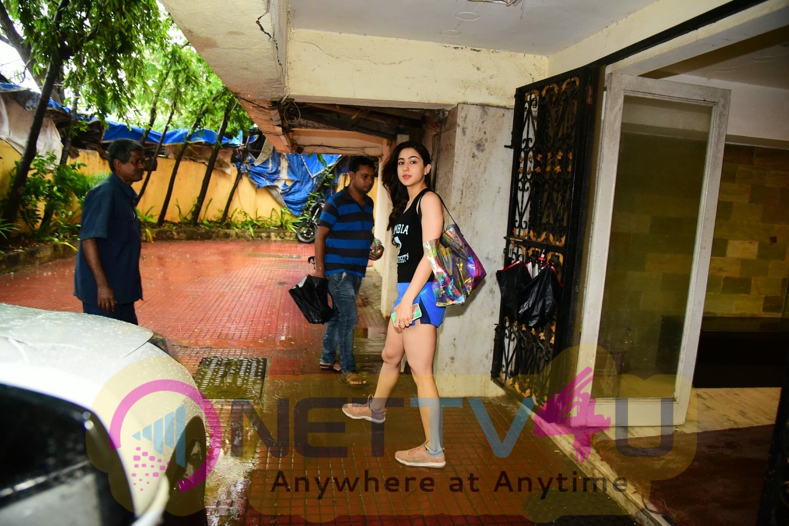 Sara Ali Khan Spotted At Gym In Bandra Pretty Images  Hindi Gallery