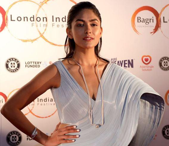 Riya Sisodiya Hindi Actress