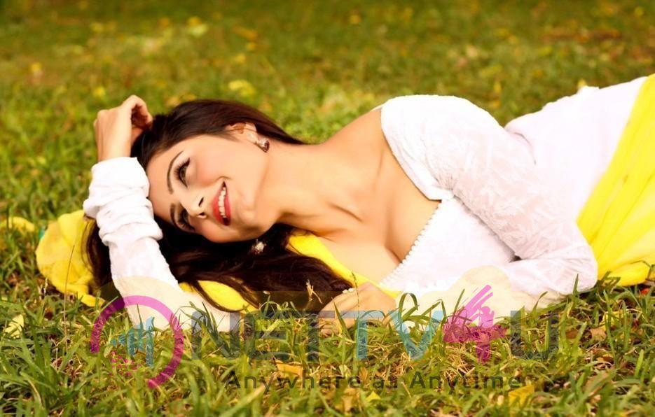 Actress Akanksha Juneja Cute Photos