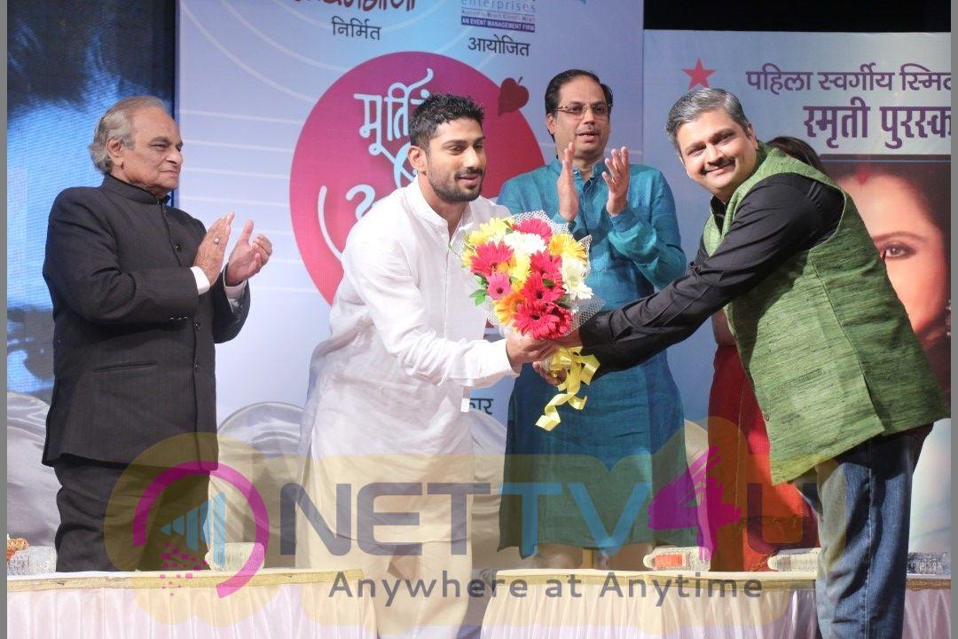 Rekha At Smita Patil Memorial Award Stills