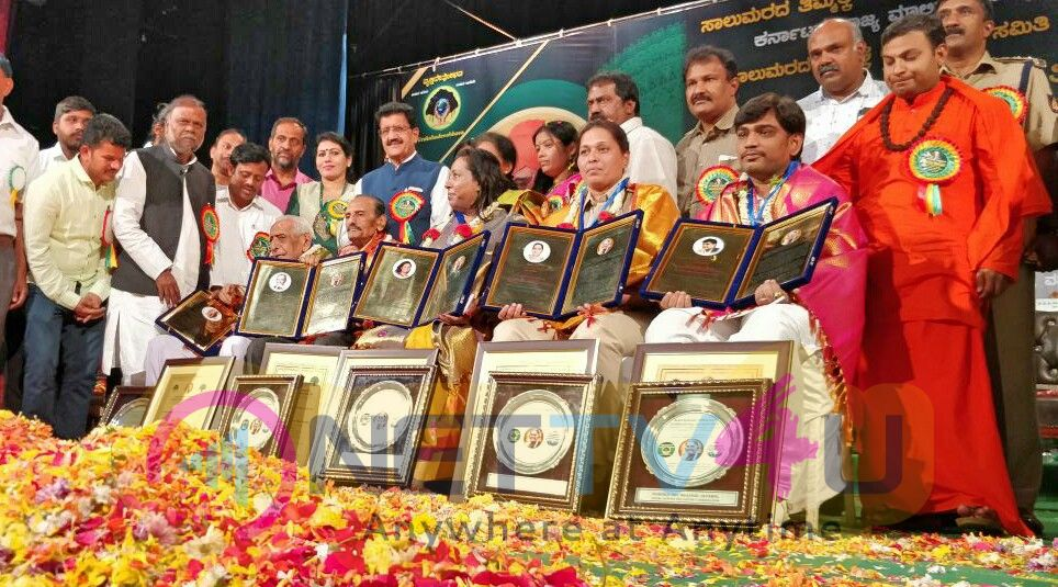 Saalumarada Thimmakka National Greenery Award Stills