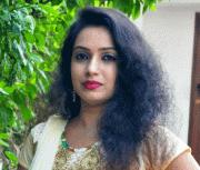 Yazhini Tamil Actress