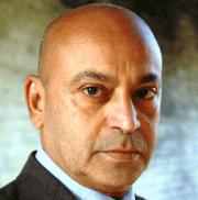 Hassani Shapi English Actor