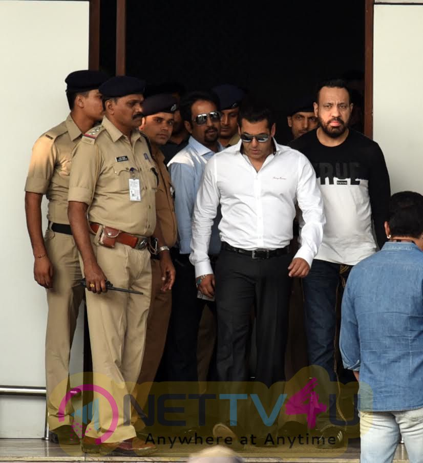 Actor Salman Khan Snapped On Arrival At Mumbai Domestic Airport Stills