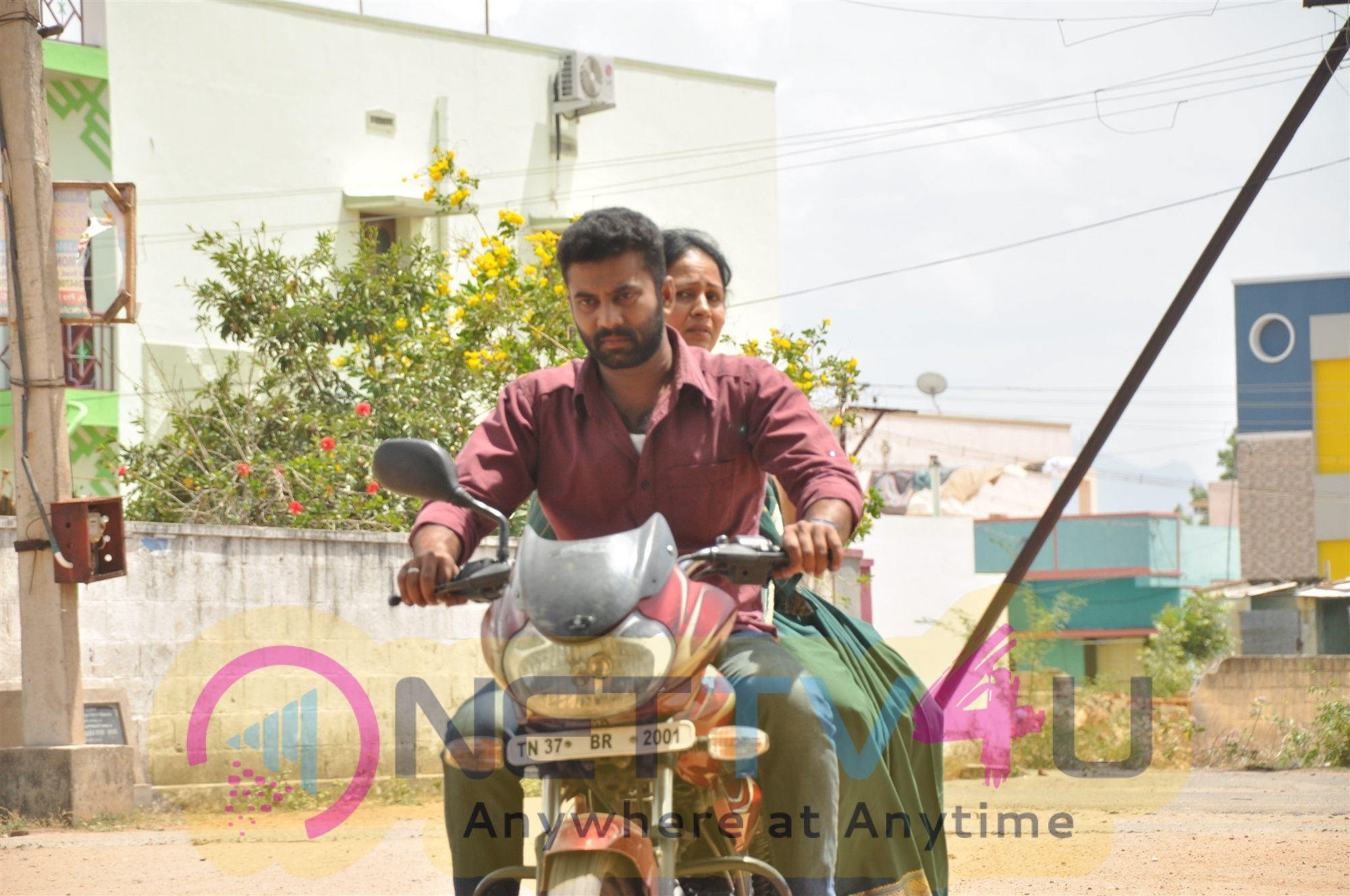 Tea Kadai Bench Movie Images