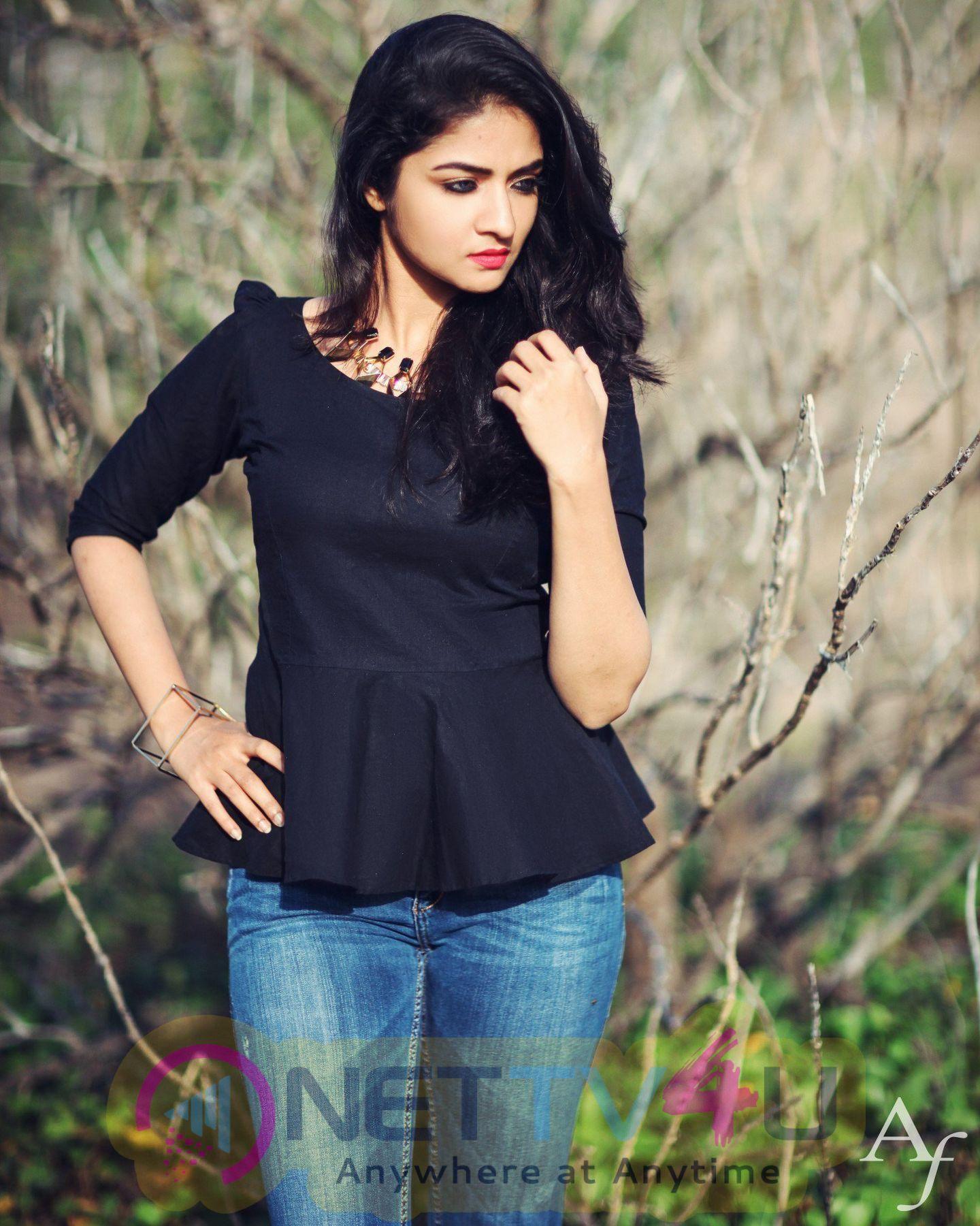 Actress Shira Latest Stills Hindi Gallery