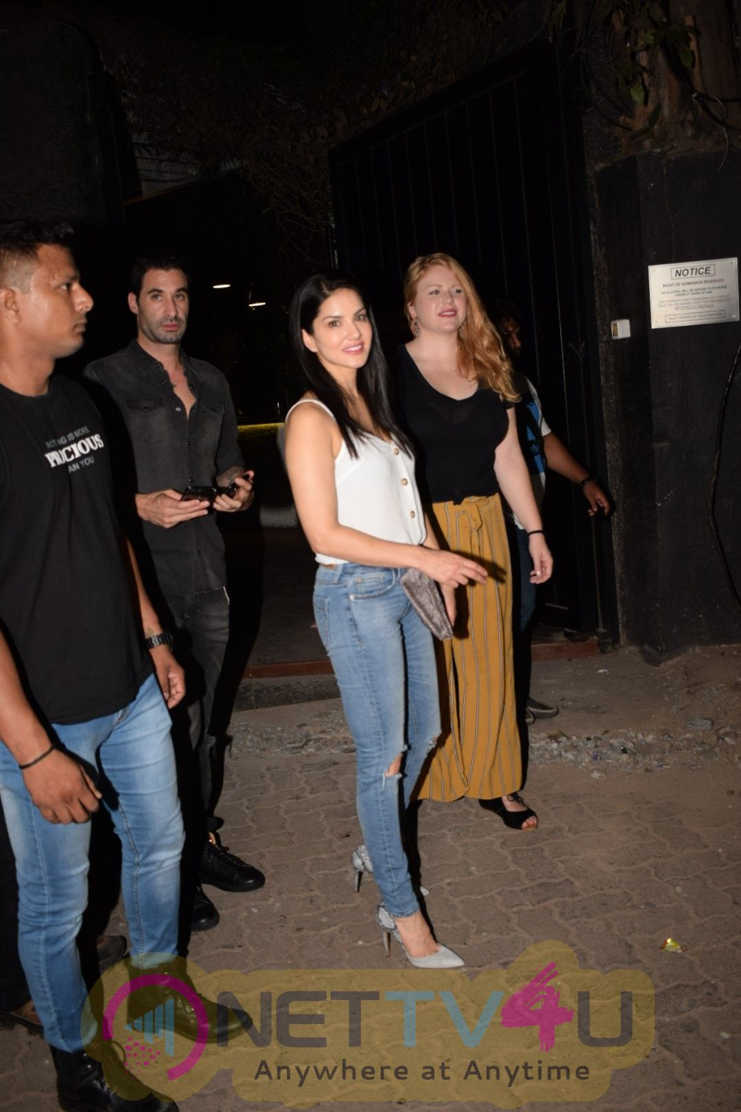 Sunny Leone Came To With Husband Daniel Weber At Juhu