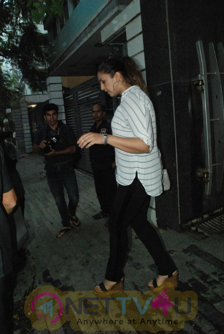 Huma Qureshi And Aayush Sharma Spotted At Bandra Beautiful Images
