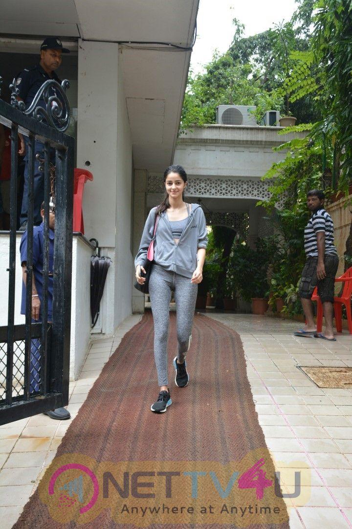 Ananya Panday Spotted At Bandra Lovely Stills
