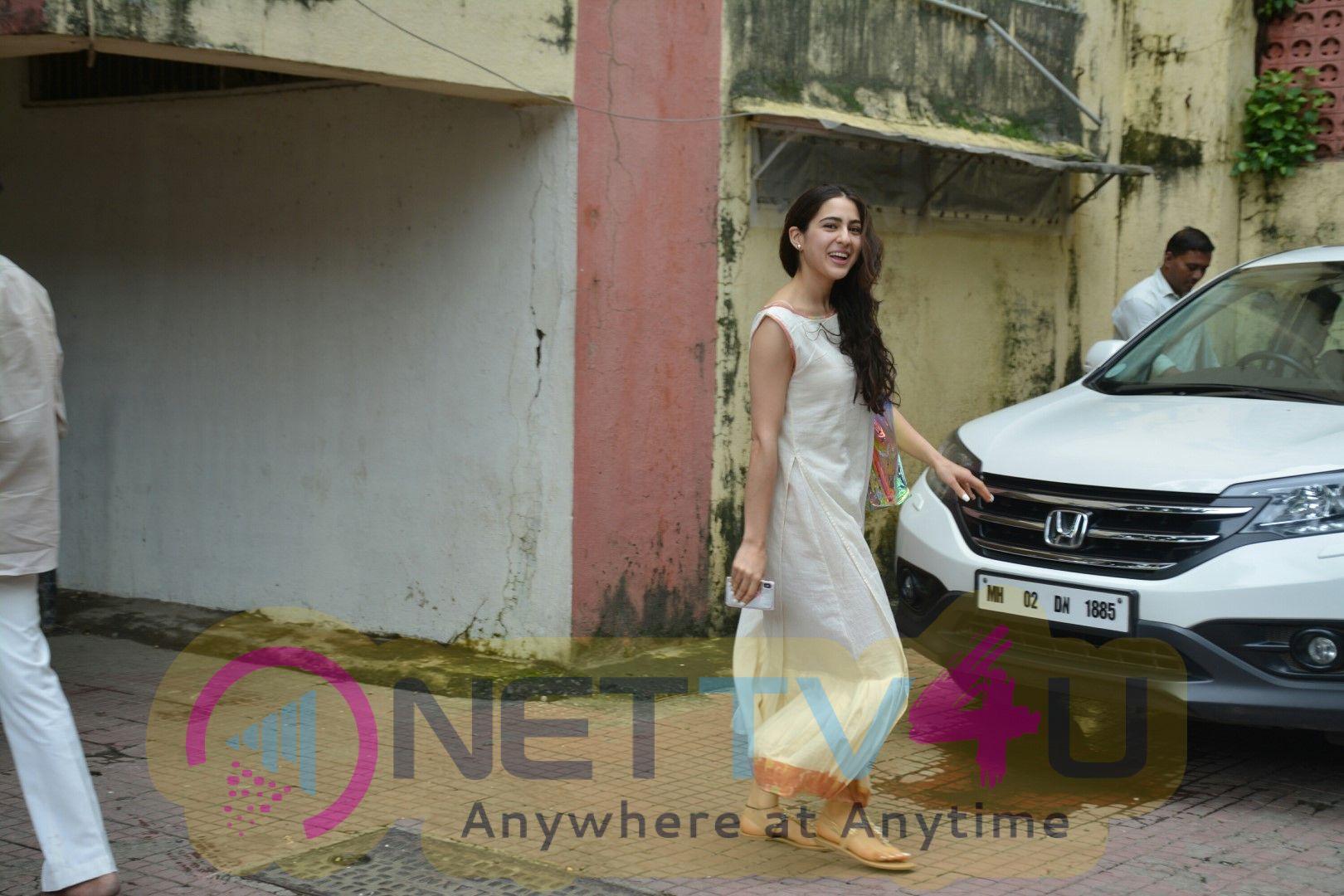 Sara Ali Khan Spotted At Bandra Pretty Images