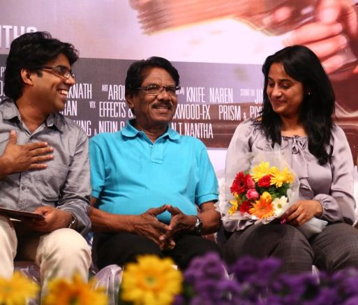 Valla Desam Director Speaks About The Film And The Leading Lady!
