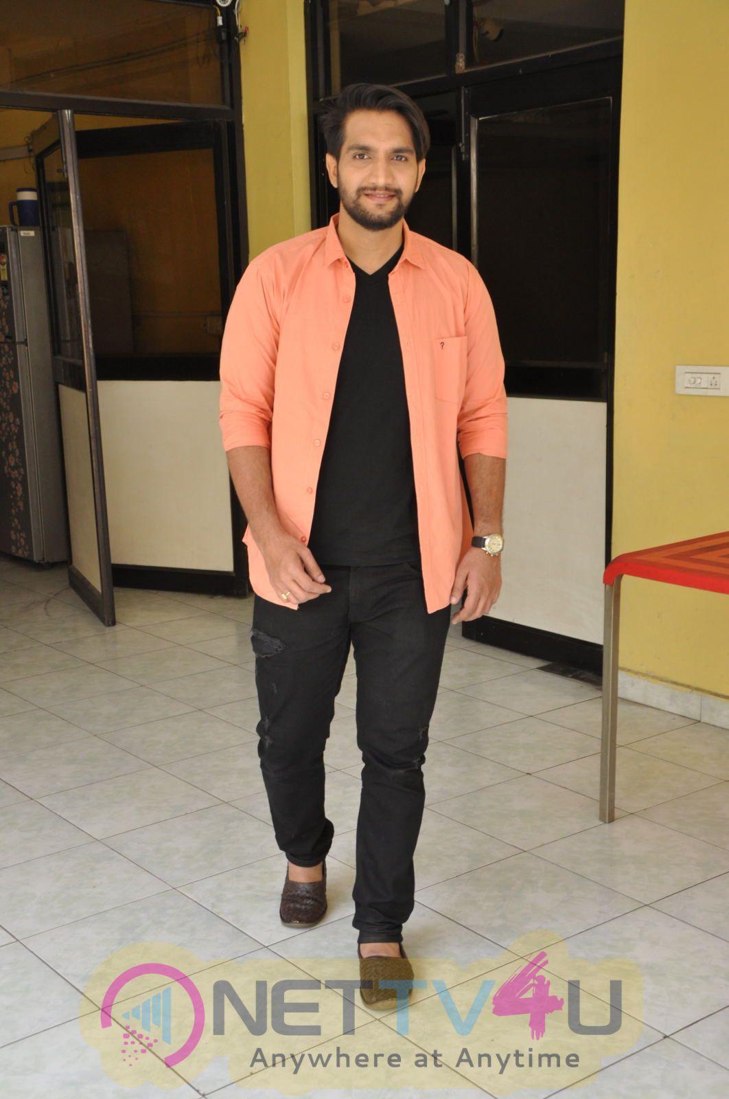 Actor Aashish Raj Good Looking Pics