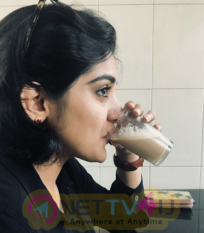 Actress Niveda Thomas Cute Pics Tamil Gallery