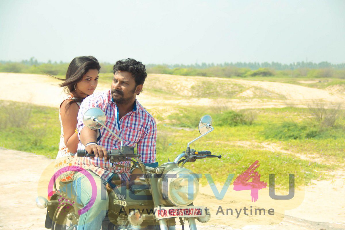 Kanna Pinna Tamil Movie Cute Stills