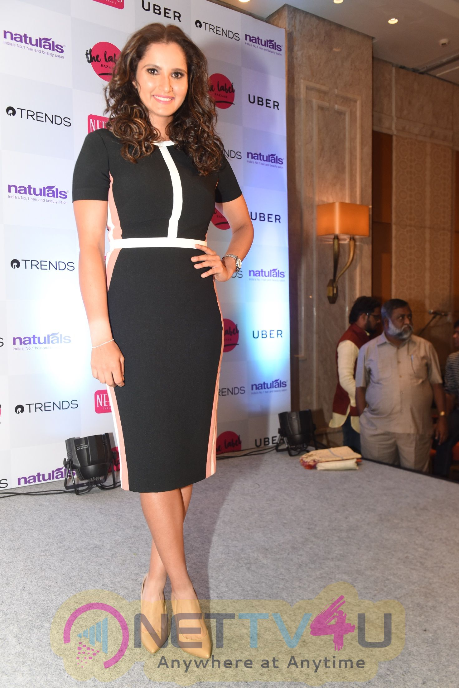 Sania Mirza Inaugurates The Label Bazaar Photos