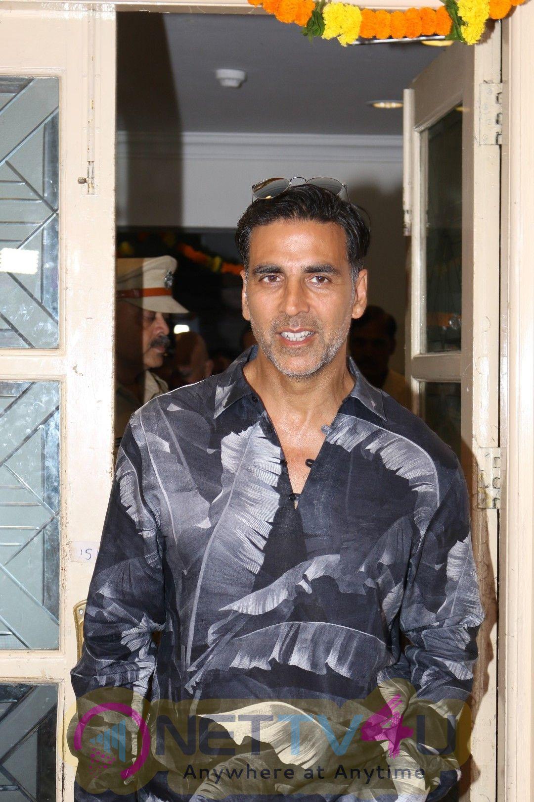 Akshay Kumar Launches Book On Veerappan Hindi Gallery