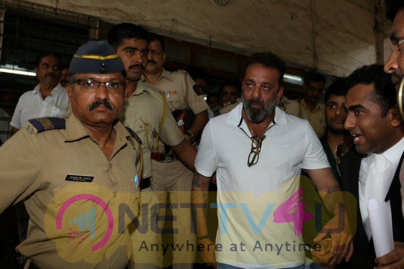 Sanjay Dutt Spotted At Andheri Court Hindi Gallery