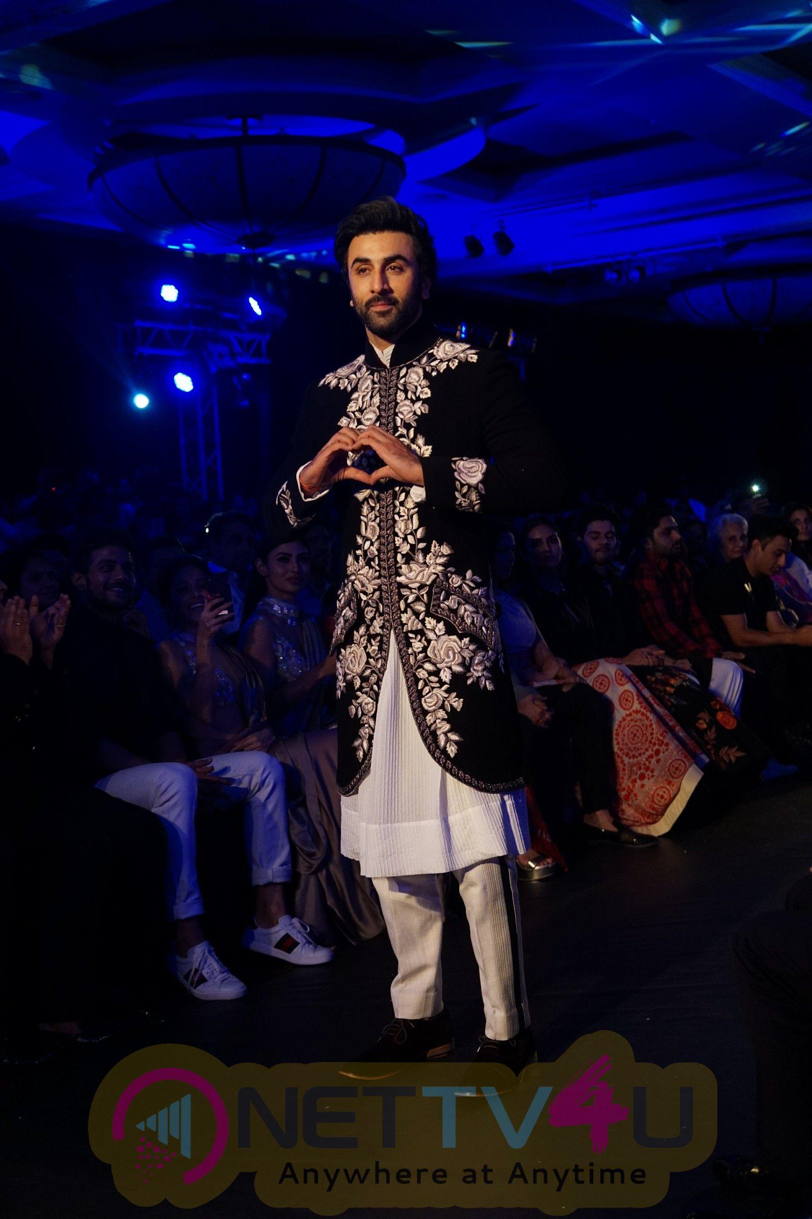 Deepika Padukone, Ranbir Kapoor Manish Malhotra At Mijwan Fashion Show 2018. Hindi Gallery