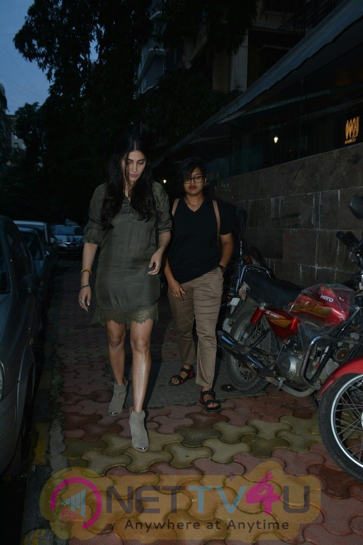 Shruti Hasan Spotted At Indigo Delicatessen Restaurant In Mumbai Cute Images  Hindi Gallery