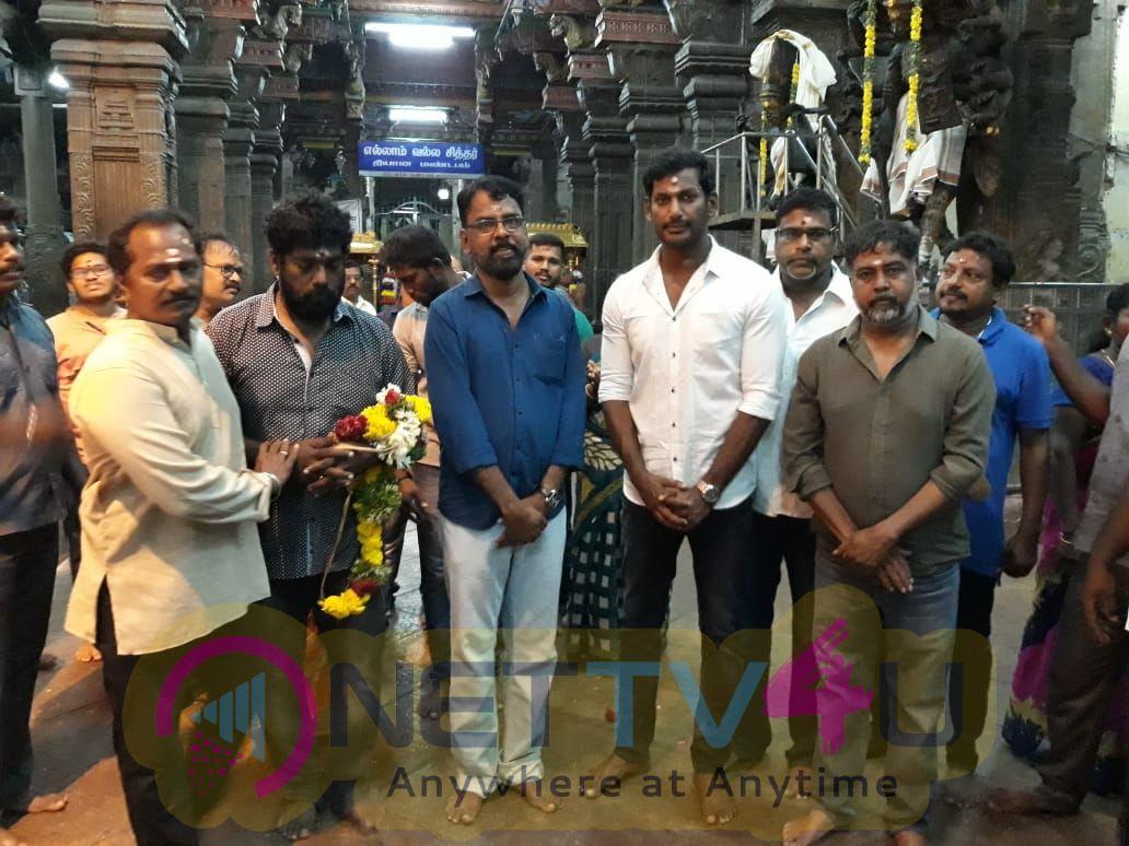 Sandakozhi 2 Team Special Prayers At Madurai Meenakshi Amman Temple For Kerala Floods Victim Stills Tamil Gallery