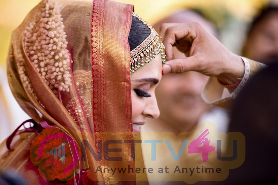 Actress Deepika Padukone And Actor Ranveer Singh Wedding Photos Tamil Gallery