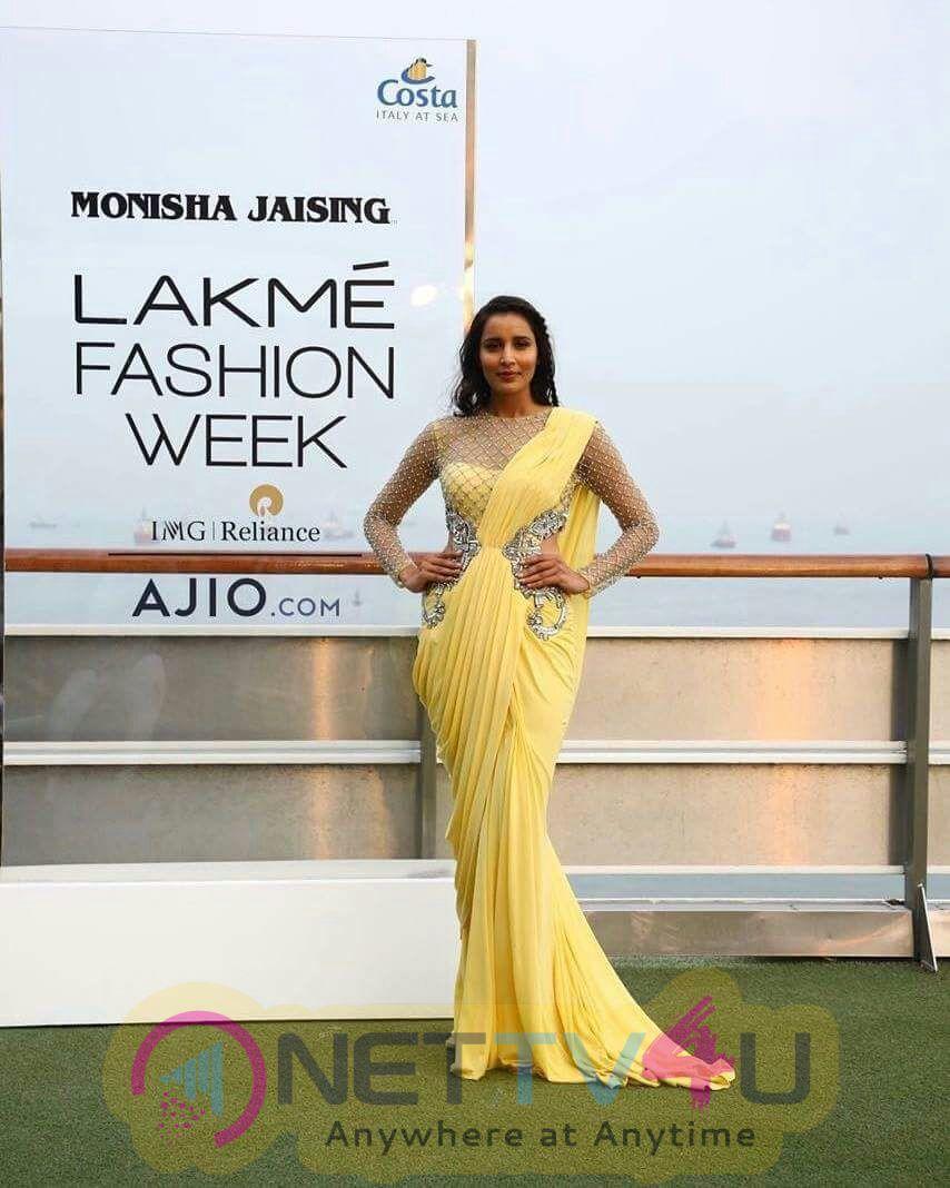 Sonakshi Sinha At Opening Of Lakme Fashion Week Photos