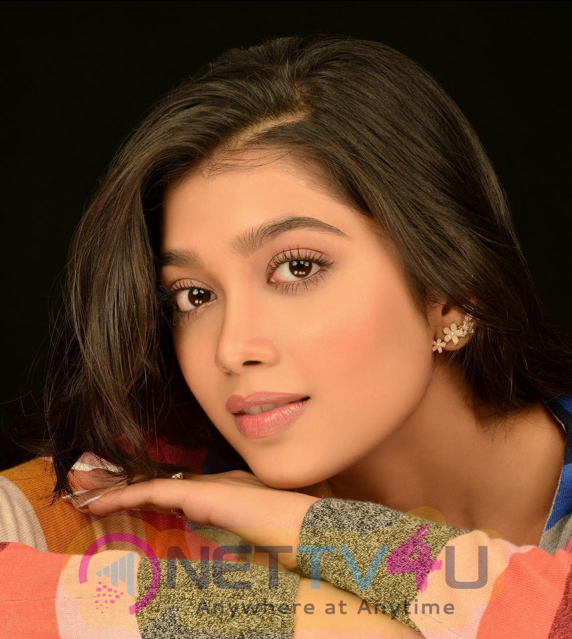 Actress Digangana Suryavanshi Attractive Stills Telugu Gallery