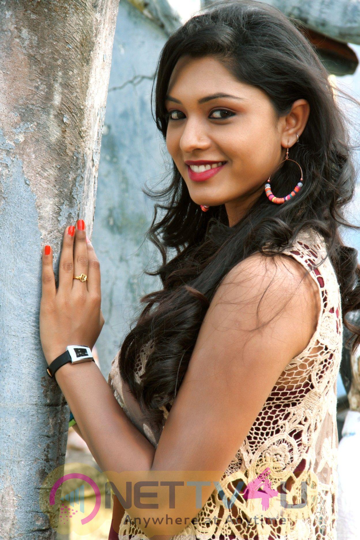 Theru Naaigal Movie Stills And Working Photos
