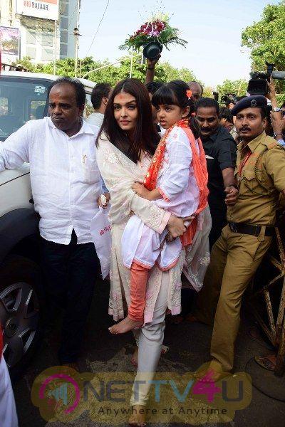 Abhishek Bachchan & Aishwarya Rai Visit Siddhivinayak Temple Grand Pics