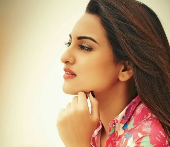 Sonakshi Speaks About Her Engagement!
