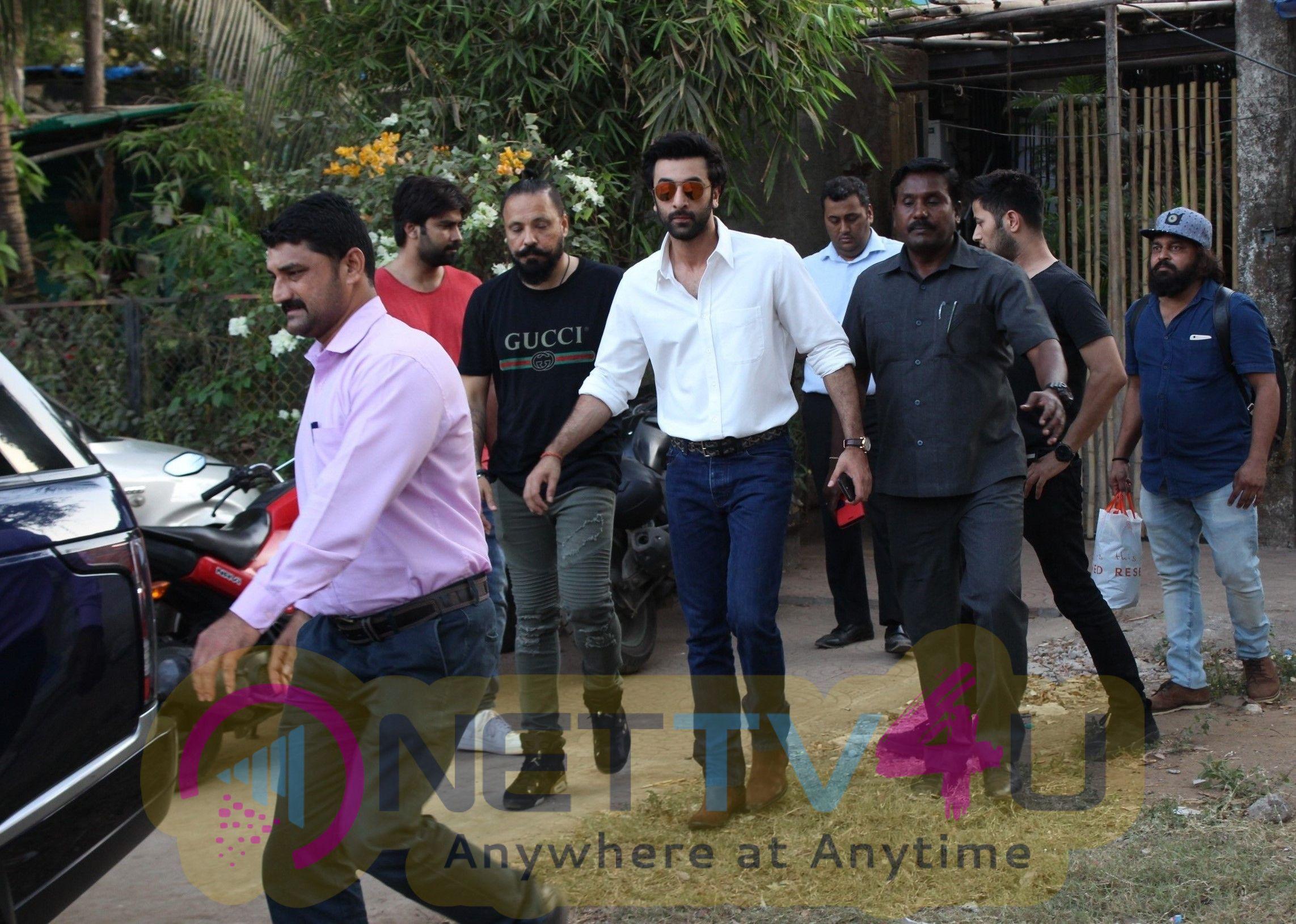 Ranbir Kapoor Came To Versova Hindi Gallery
