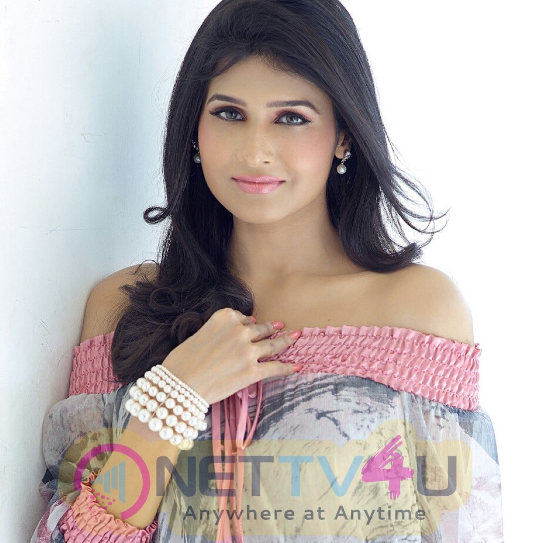 Actress Anjena Kirti Latest Photo shoot Images