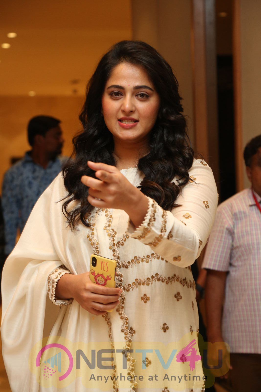 Actress Anushka Shetty Angelic Stills Tamil Gallery
