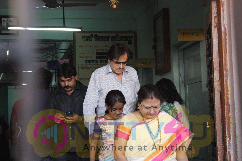 Photos Of Anu Malik & Sanjay Khan Cast Their Vote