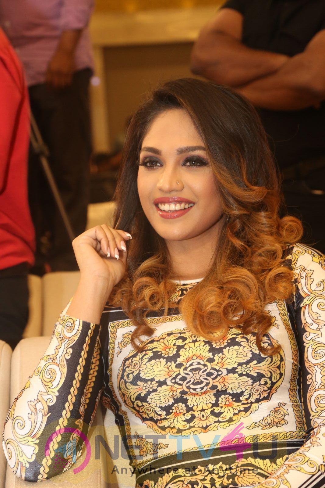 Actress Mumtaz Sorcar Hot And Sexy Pics