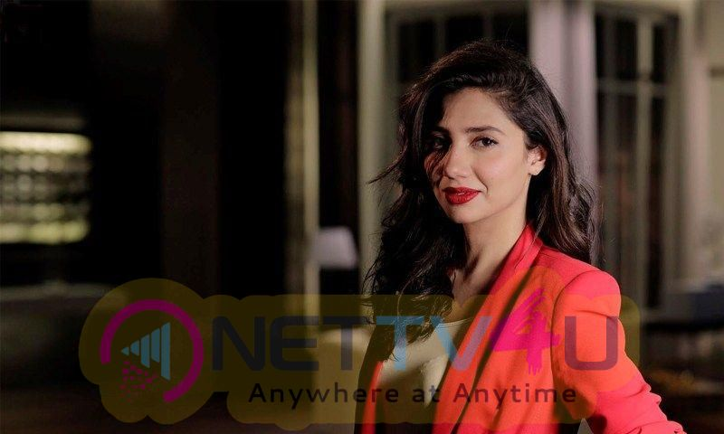 Pakistani Actresses Who Look Hot In Red Photos