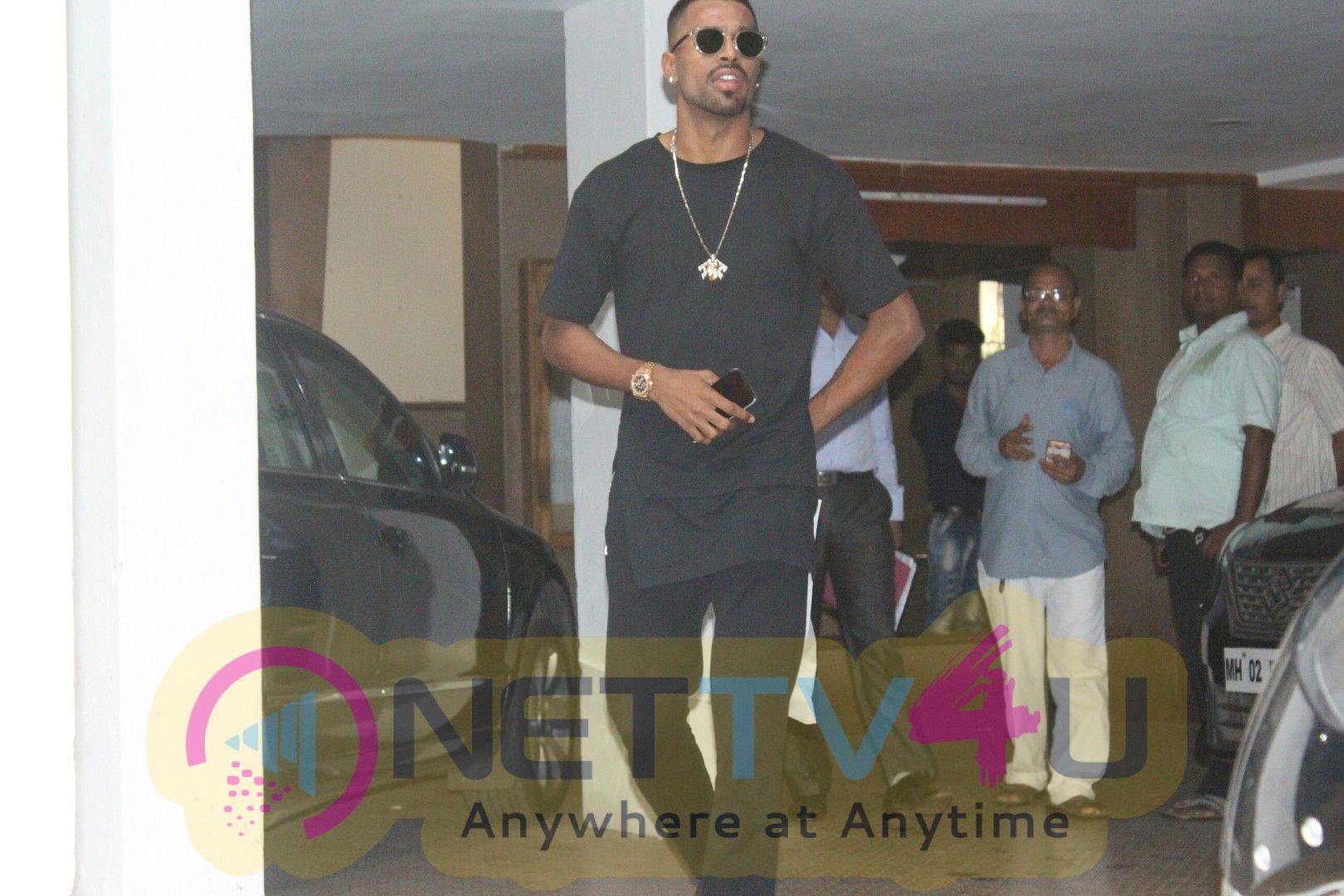 Hardik Pandya Spotted At Bandra Exclusive Pics