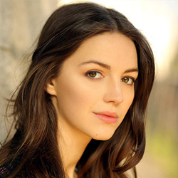 Ella Hunt English Actress