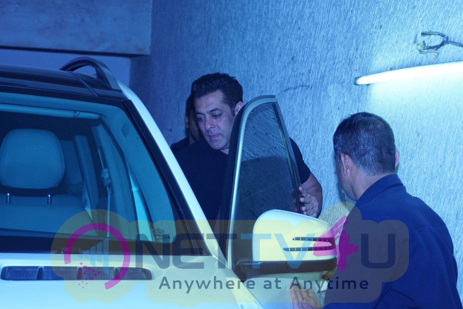 Salman Khan & Salim Khan Watch Movie Tiger Zinda Hai At Lightbox Pics