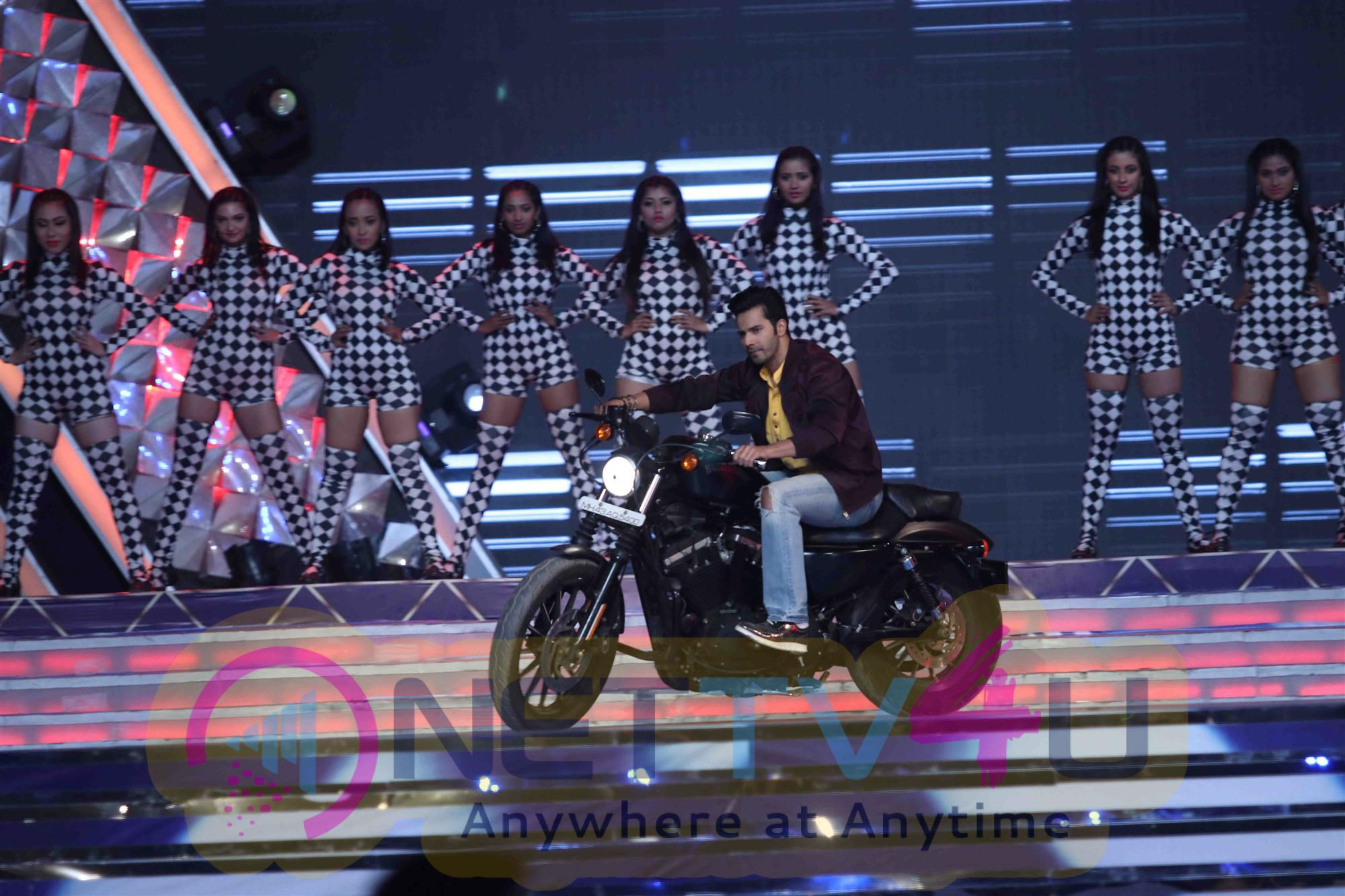 Top Bollywood Celebs Perform At Mumbai Police Annual Show Umang 2017 Photos Hindi Gallery