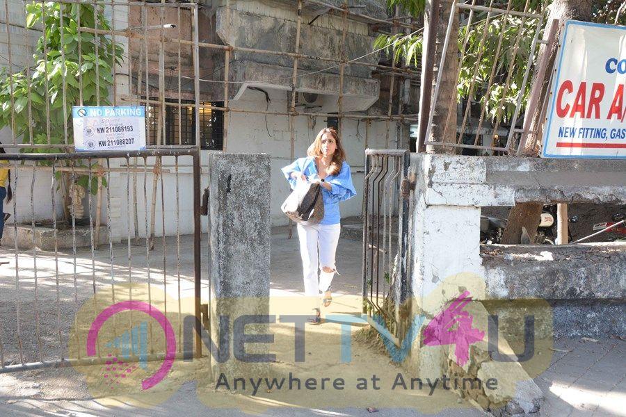 Farah Khan Ali Spotted At Kromakay Salon