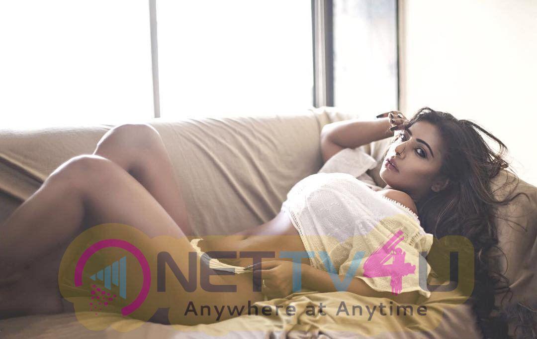 Actress Niharikaa Agarwal Hot Images